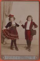 Photo Foto - Formato Gabinetto - 1900 - Coppia Di Fanciulli In Costume - Dipinta A Mano - Alte (vor 1900)