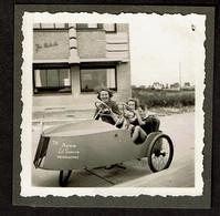 Photo Originale 6 X 6 Cm - Cuistax - Voiture à Pédales - Maison Ed Sumoen Middelkerke - Voir Scan - Automobile