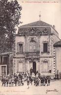 34 - NEBIAN : La Mairie ( Animation Groupe D'enfants En 1er Plan )  CPA Village ( 1.400 Habitants ) Hérault - Autres Communes