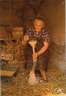 Paysans Une Sympathique Gaveuse D'oie - Farmers