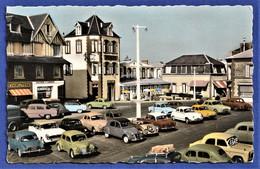 CPSM 50 COUTAINVILLE - La Place De Gaulle - (Dauphine, 4CV, Chambord, 2CV, 403 Peugeot, Panhard, Aronde,...) - Altri Comuni
