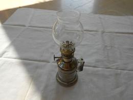Lampe à Essence Ou Pétrole Ancienne étain Type Lampe Pigeon - Luminari