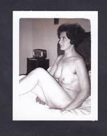 Photo Originale Amateur Polaroid Pin Up Nu Feminin Nude  Beauté Feminine  Soft Femme ( 48464) - Pin-ups