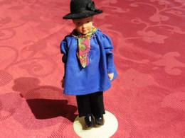 Poupée  De Collection Des Provinces  Pour Collectionneurs  Homme Aux Sabots - Bambole