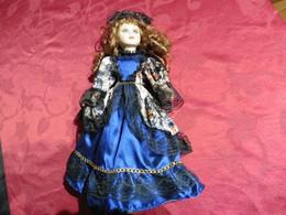 Poupée  En Porcelaine De Collection Pour Collectionneurs Femme  Chatain Foncé - Bambole