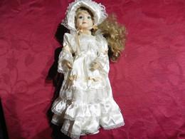 Poupée  En Porcelaine De Collection Pour Collectionneurs Femme  Blonde - Bambole