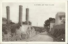 CPA De NÎMES - Les Trois Piliers (Marque Etoile N°28). - Nîmes