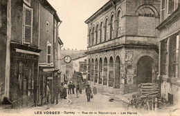 Darney - Rue De La République - Les Halles - Darney