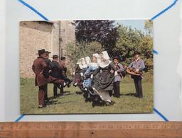 TULLE CORREZE 19 : Folklore Costumes Groupe Folklorique Ecole Ventadour De Tulle : Danse La Chabrobure - Tulle