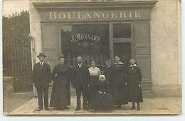 Carte Photo - LA ROCHE SUR YON - Famille Devant La Boulangerie J. Mossard - Bonvalet Photographe - La Roche Sur Yon