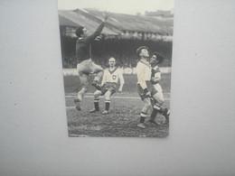 Photo Football LILLE LOSC (0) X RED STAR (2) , 1945 , Autographe De DA RUI Et SOMERLINCK - Sporten