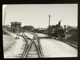 Photographie Originale De J.BAZIN:Réseau Breton : Ligne De CARHAIX à GUINGAMP Gare De PONT -MELVEZ   En 1958 - Trenes