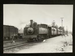 Photographie Originale De J.BAZIN:Réseau Breton : Ligne De CARHAIX à GUINGAMP Gare De GUINGAMP    En 1958 - Trenes