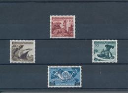 Liechtenstein: 1940/1996, Postfrische Sammlung Auf Steckkarten, über Weite Strecken Komplett Mit Ein - Collections