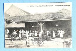 51 - REIMS - Travail Du Vin De Champagne - Le Rinçage Des Bouteilles - Reims