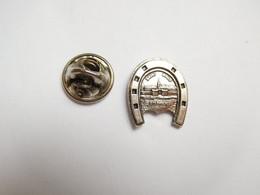 Beau Pin's Pins En Relief , Ville De Saint Malo , Cité Corsaire , Fer à Cheval , Ille Et Vilaine - Cities