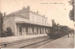 AMBERT (63) La Gare Avec Le Train En 1910 (Beau Plan Locomotive) - Ambert