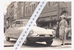 NAMUR   Wallonie 1956  Concours D'élégance Automobile   Citroen DS Rue De Fer - Cars
