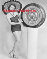 Reproduction Photographie Ancienne D'une Femme En Maillot De Bain Et Grand Chapeau Présentant Une Roue General - Reproductions