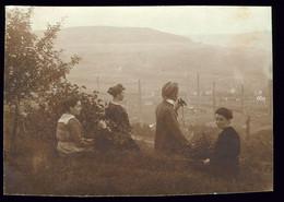 Original Foto 1919 Merzig Blick Von Oben Auf Die Terracottafabrik, Villeroy & Boch, Hübsche Mädels Und Mann Mit Fernglas - Kreis Merzig-Wadern