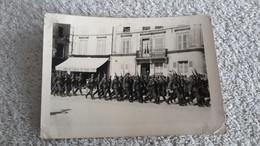 Foto  Maschierende Soldaten Frankreich Wehrmacht Soldat Uniformen Militär 2 WK - 1939-45