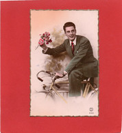 JEUNE HOMME AMOUREUX---fleurs + Vélo---voir 2 Scans - Men