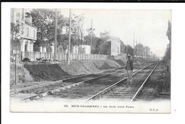 BOIS-COLOMBES - La Voie Vers Paris - Other Municipalities