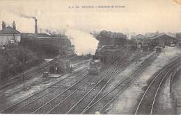 GARES Avec TRAIN - 35 - RENNES : Intérieur De La Gare - Locomotive à Vapeur En 1er Plan - CPA - Ille Et Vilaine - Stations - Met Treinen