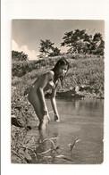 Ref 570 : CPSM PEROU PERU Rio Amazonas Muchada India Jeune Fille Nue Prenant Un Bain - Pérou
