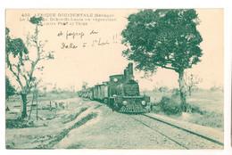 Ref 567 : CPA Afrique Occidentale Train Locomotive La Ligne Dakar Saint Louis En Réparation - Estaciones Con Trenes