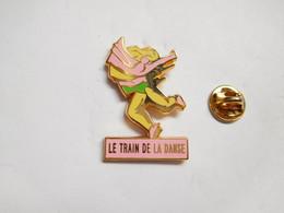 Superbe Pin's Pins En Zamac , Le Train De La Danse , Signé Decat - Transportation
