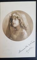 Grete Reinwald Avec Voile Sur Les Cheveux - Portraits