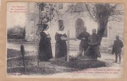Lorraine Dans La Cour Du Château De Gerbéviller Soeurs église Elles Soignent Les Blessés Elles Prient Pour Les Morts - Barracks