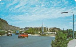 Mexico Guaymas - Monumento En La Entrada De La Ciudad , Renault R 4 - Mexique