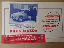 """""""Buvard Piles Mazda Mr Et Mme Guy Leblond Saint-Martin-Boulogne (62) Près De Leur 4CV Renault-Sport (3éme Prix En 1953). - Unclassified"""