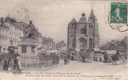 27 Le Neubourg. La Place Dupont De L'Eure, Un Jour De Marché - Le Neubourg