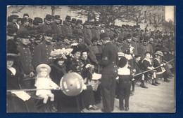 22. Saint-Brieuc. Carte-Photo. Céremonie Avec Militaires (71ème R.I. ?), Femmes Et Enfants. Photo Hugon, SaintBrieuc - Saint-Brieuc