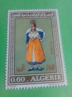 ALGERIE - ALGERIA - Timbre 1972 : Costumes Algériens - Kabylie - Argelia (1962-...)