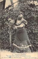 Mme Delait La Femme à Barbe De Thaon Les Vosges Cueillant Un Bouquet De Roses - Femmes Célèbres
