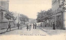 13 - PORC DE BOUC : Rue M. Fraissinet  ( Animation Librairie Papeterie Journaux ) CPA - Bouches Du Rhône - Autres Communes