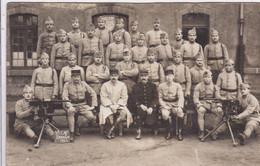 Carte Photo Saint Brieuc  Caserne Charner 1923 Militaires Du 71 E Régiment D'infanterie  Avec Mitrailleuses - Guerre, Militaire