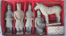 Terracotta Qin Dynasty - Box Of Figurines - Altri