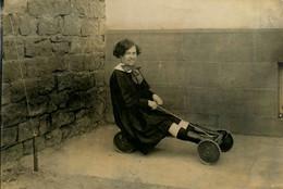 Jeux Et Jouets * Jouet Ancien D'enfant * Voiture 4 Roues Genre Voiture à Pédale * Jeu * 1926 * Photo Ancienne - Games & Toys