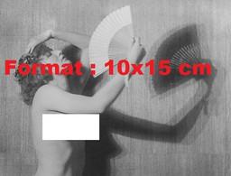 Reproduction Photographie Ancienne D'une Jeune Femme Nue Avec Un éventail En 1915 - Reproductions