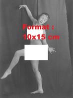 Reproduction Photographie Ancienne D'une Danseuse Nue En Position Artistique En 1917 - Reproductions