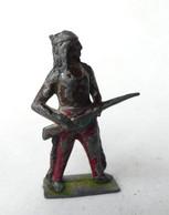 FIGURINE PLOMB CREUX CBG MIGNOT INDIEN FUSIL A LA HANCHE (2) - Soldatini Di Piombo