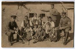 Foto AK 1.WK Angehörige Fußartillerie-Regiment 5 Balkan Einheimische Kinder 1914  #211 - Guerra 1914-18