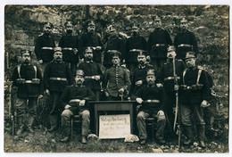Foto AK 1.WK Landsturm Wachstuchmütze Aufgepflanztes Seitengewehr Schild Spruch  #212 - Guerra 1914-18