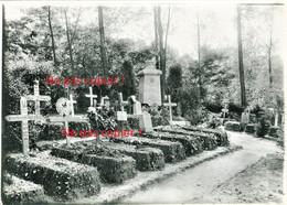 PHOTO ALLEMANDE - SOLDAT DANS LE CIMETIERE DU LIR Nr. 52 A CHIRY PRES DE OURSCAMP - NOYON OISE - GUERRE 1914 1918 - 1914-18