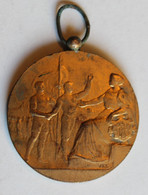 Ancienne Médaille En Bronze Signé Fédération Gymnastique Et Sportive Des Patronages De France FGSPF Argentan 1922 - Other